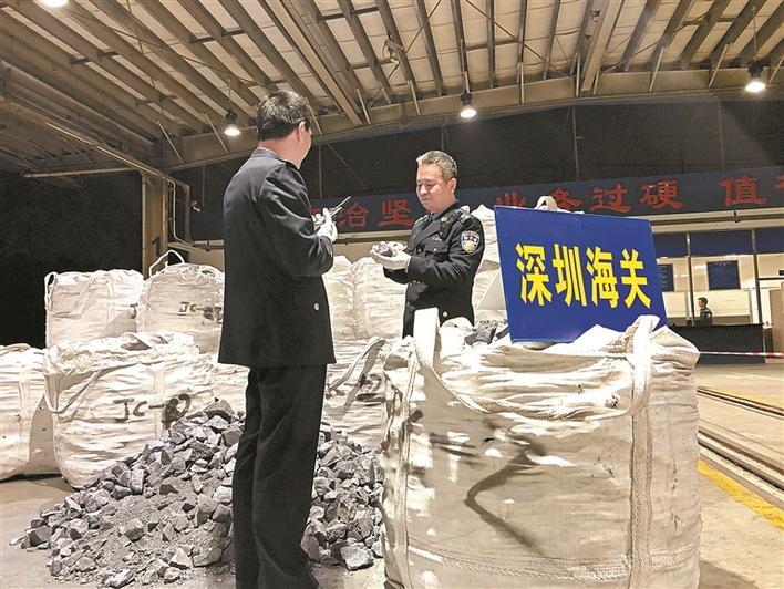 团伙伪报品名数月私运硅铁4200余吨