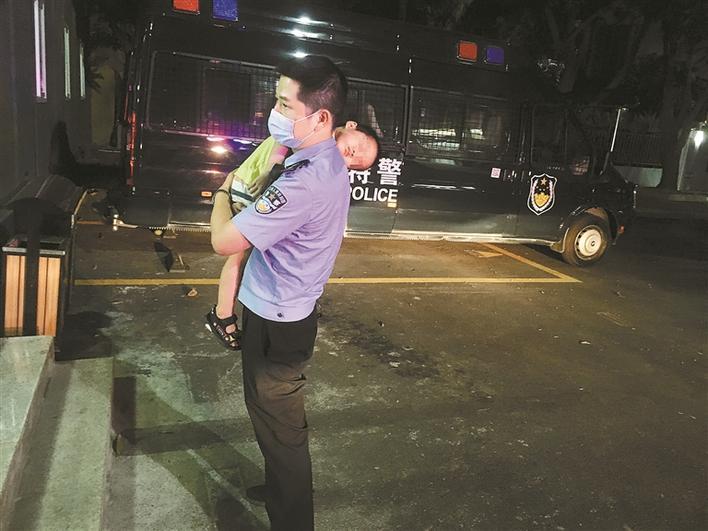 深圳警方连续找回多名走失小孩