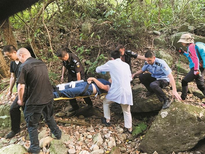 一男子炎热天气登山不慎摔骨折 幸得盐田警方及时营救