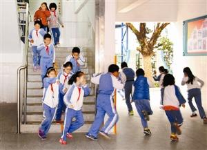 二小大鹏开展寒假安全活动教育---深圳晚报小学生五年级抄报计划手阅读图片
