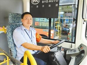 公共汽车五星级驾驶车-乘客高效出行 公交车安全至上护市民人财平安高清图片
